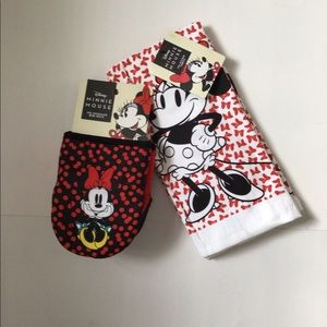Disney Minnie Mouse Yellow Shoes 2pk Oversized Mini Mitts and 2pk Dish Towels